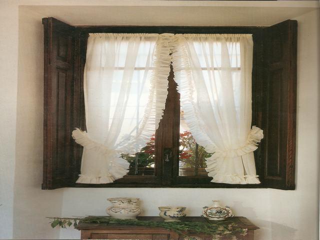 Letto con i tendaggi idee di design nella vostra casa for Idee tende a vetro