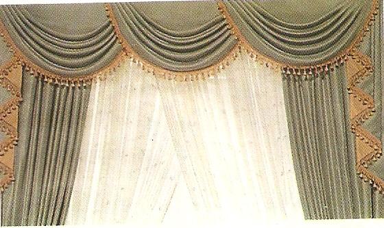 modello tende con drappeggi verde con drappelli