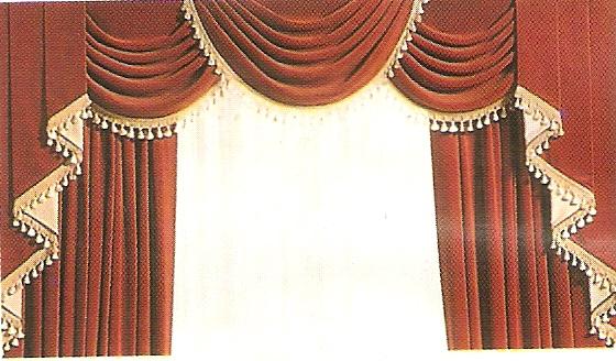 modello tende con drappeggi rosso e oro